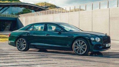 Bentley Flying Spur Hybrid 2022 nhanh nhẹn bất ngờ.