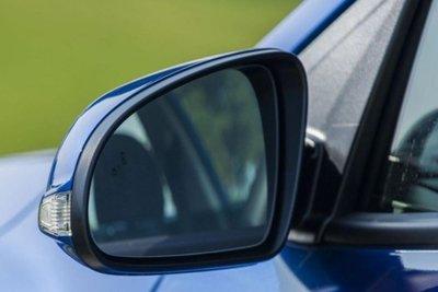 gương chiếu hậu 2 bên thân xe ô tô