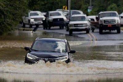 lái xe trong mùa mưa lũ