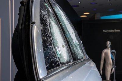 Mercedes-Benz S-Class bọc thép cửa kính