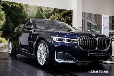 BMW 730Li Pure Excellence cũng giảm từ 4,929 tỷ còn 4,779 tỷ đồng kèm 1 năm bảo hiểm thân vỏ.
