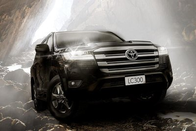 Toyota Land Cruiser 20222 đen mặt trước