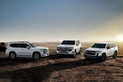 Toyota Land Cruiser 2022 trắng mặt trước 1