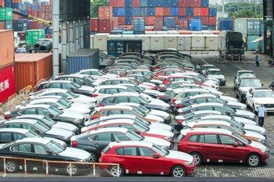 """Ô tô nhập khẩu bất ngờ tăng mạnh dù thị trường trong nước """"lao dốc"""" vì Covid-19."""