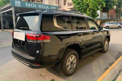 Toyota Land Cruiser 2022 lần đầu lộ diện ngoài đời thực tại Việt Nam, có gì hấp dẫn a2