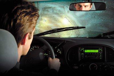 Mẹo xử lý những sự cố thường gặp khi lái xe trời mưa.