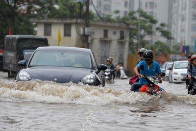 lái xe trong mùa mưa bão