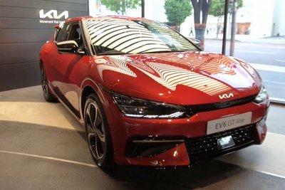 Đây là ô tô điện Kia EV6 ngoài đời thực, có nét giống Lamborghini Urus a1