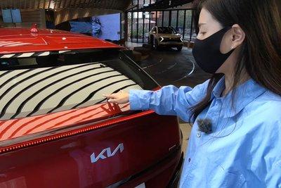 Đây là ô tô điện Kia EV6 ngoài đời thực, có nét giống Lamborghini Urus a4