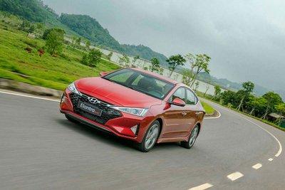 Hyundai Elantra xếp thứ 3 với doanh số 117 xe, giảm 1 xe so với tháng trước. 1