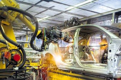 Dịch Covid-19 ảnh hưởng nghiêm trọng tới chuỗi cung ứng linh kiện ô tô.