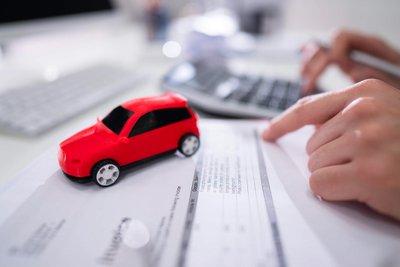 phí trước bạ ô tô là loại lệ phí áp dụng với những người sở hữu tài sản thông qua việc mua bán, chuyển nhượng, thừa kế, tặng hoặc cho.