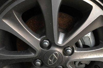 phanh ô tô bị rỉ sét