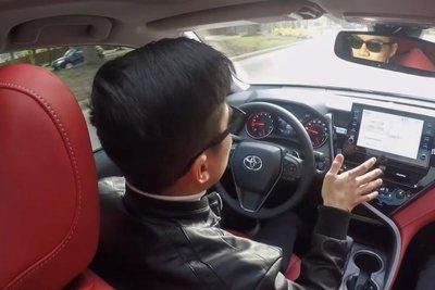 Người Việt đánh giá chi tiết Toyota Camry 2021 sắp về Việt Nam: Thể thao, tiện nghi hơn a9