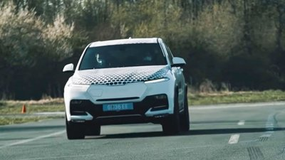 Video: Đây có thể là VinFast Lux SA phiên bản chạy điện đang thử nghiệm a1