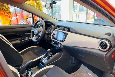 Khoang lái của Nissan Almera 2021.