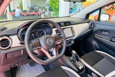 Vô-lăng D-Cut trên Nissan Almera 2021.