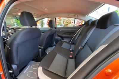 Hàng ghế sau của Nissan Almera 2021.