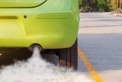 khí thải từ ống xả ô tô