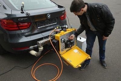 kiểm tra hệ thống khí thải của ô tô
