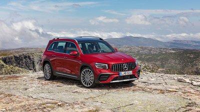 Mẫu SUV 7 chỗ Mercedes-Benz GLB 35 4MATIC 2021 của thương hiệu xe sang Đức có giá 2,69 tỷ đồng