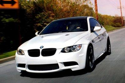 xe màu trắng