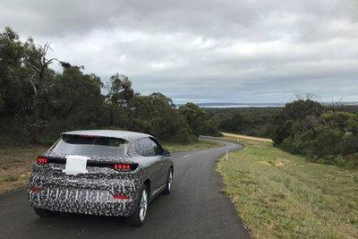 VinFast VF e35 ngụy trang kín mít chạy thử tại Úc khiến nhiều người tò mò a10