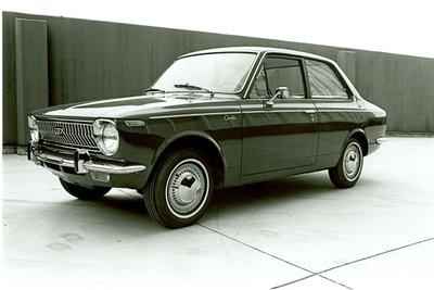 Toyota Corolla thế hệ thứ 1.