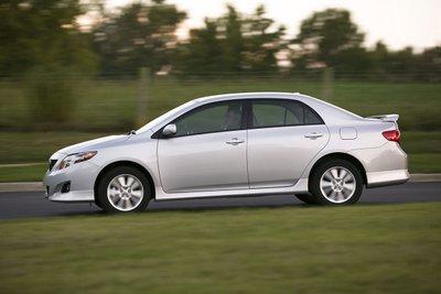 Toyota Corolla thế hệ thứ 10.