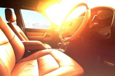 xe đỗ dưới trời nắng nóng