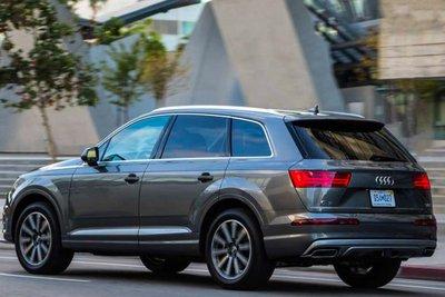 So với các đối thủ, đánh giá Audi Q7 2017 vẫn lý tưởng hơn vì thiết kế, bố cục và hiệu quả trải nghiệm
