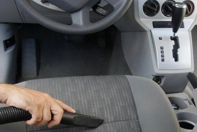 hút bụi ghế da ô tô