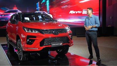 Bóc tem thực tế Toyota Fortuner GR Sport 2021 vừa ra mắt a2