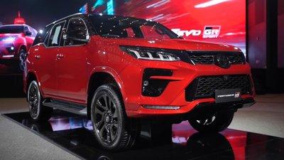 Bóc tem thực tế Toyota Fortuner GR Sport 2021 vừa ra mắt a1