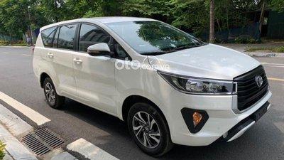 Chạy gần 1 năm, Toyota Innova có giá rẻ bất ngờ a1