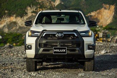 Toyota Hilux tiếp tục duy trì vị trí thứ 2 trong phân khúc xe bán tải.