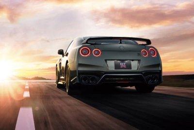 Nissan GT-R 2022 đuôi xe