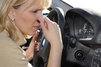 mùi trứng thối ô tô